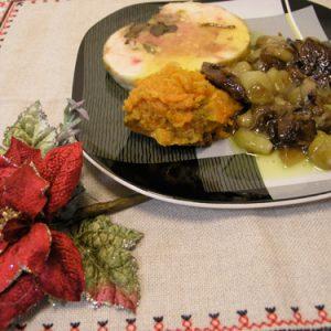 tall rodó de pollastre amb dàtils, cebetes i moniato