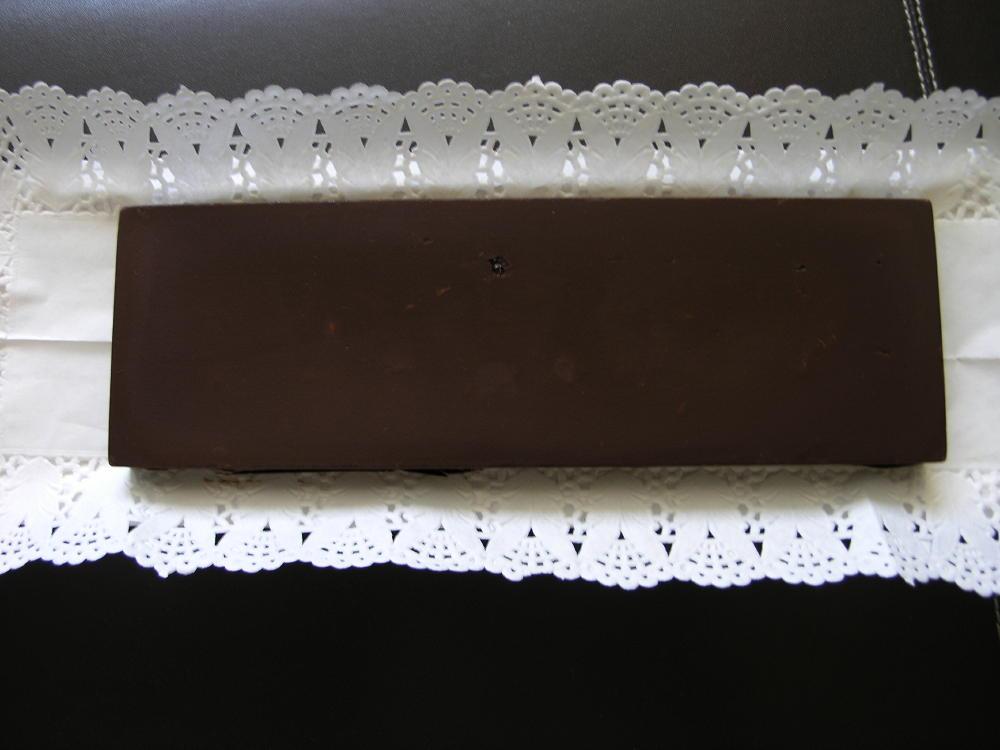 Torró de trufa amb avellanes i cobertura de xocolata