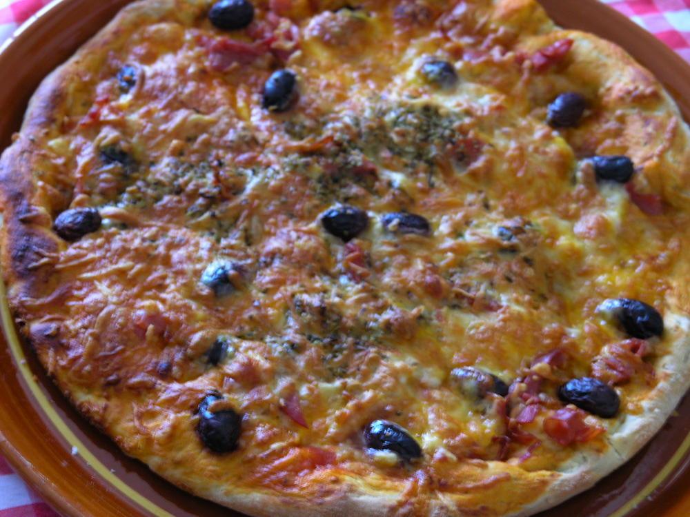 pizza de pernil serrano i mozzarella