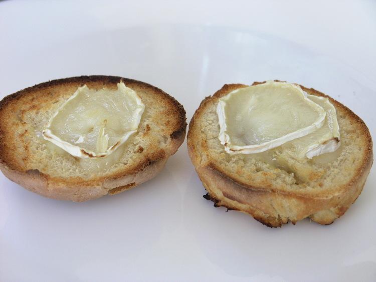 pa de ceba amb formatge de ceba
