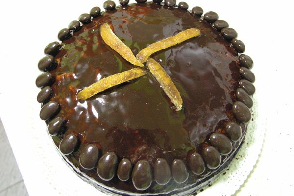 pastis d'aniversari amb melmelada de taronja amarga i xocolata