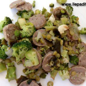 broquil amb pesols, botifarra del perol i alga kombu