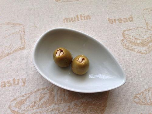 olives farcides de vermut espinaler i formatge de llet crua de cabra