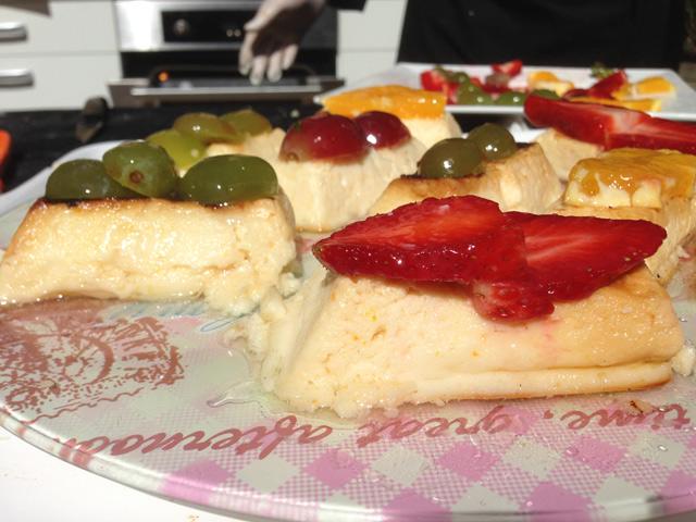 lactium, pastís de formatge i fruites