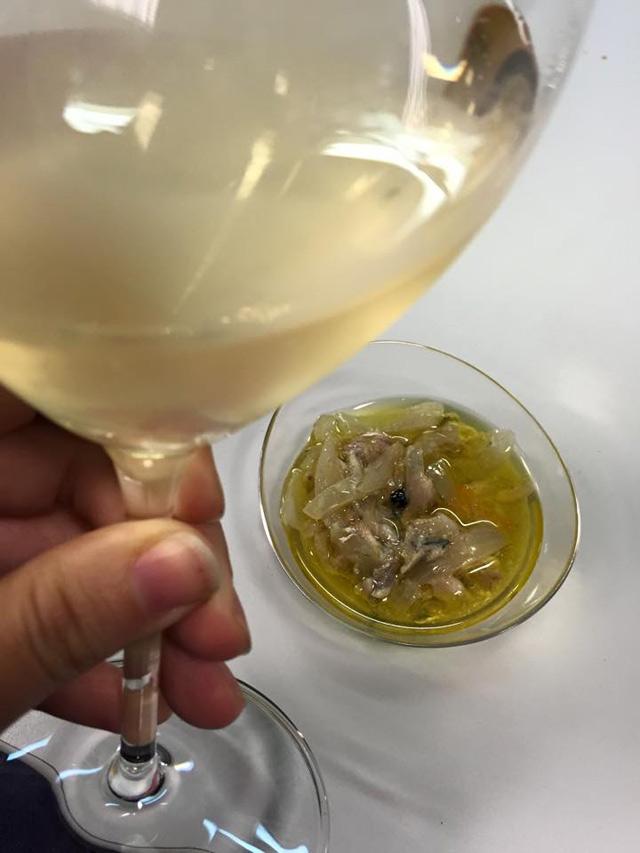 Vi Arç blanc i sardines escabetxades amb taronja